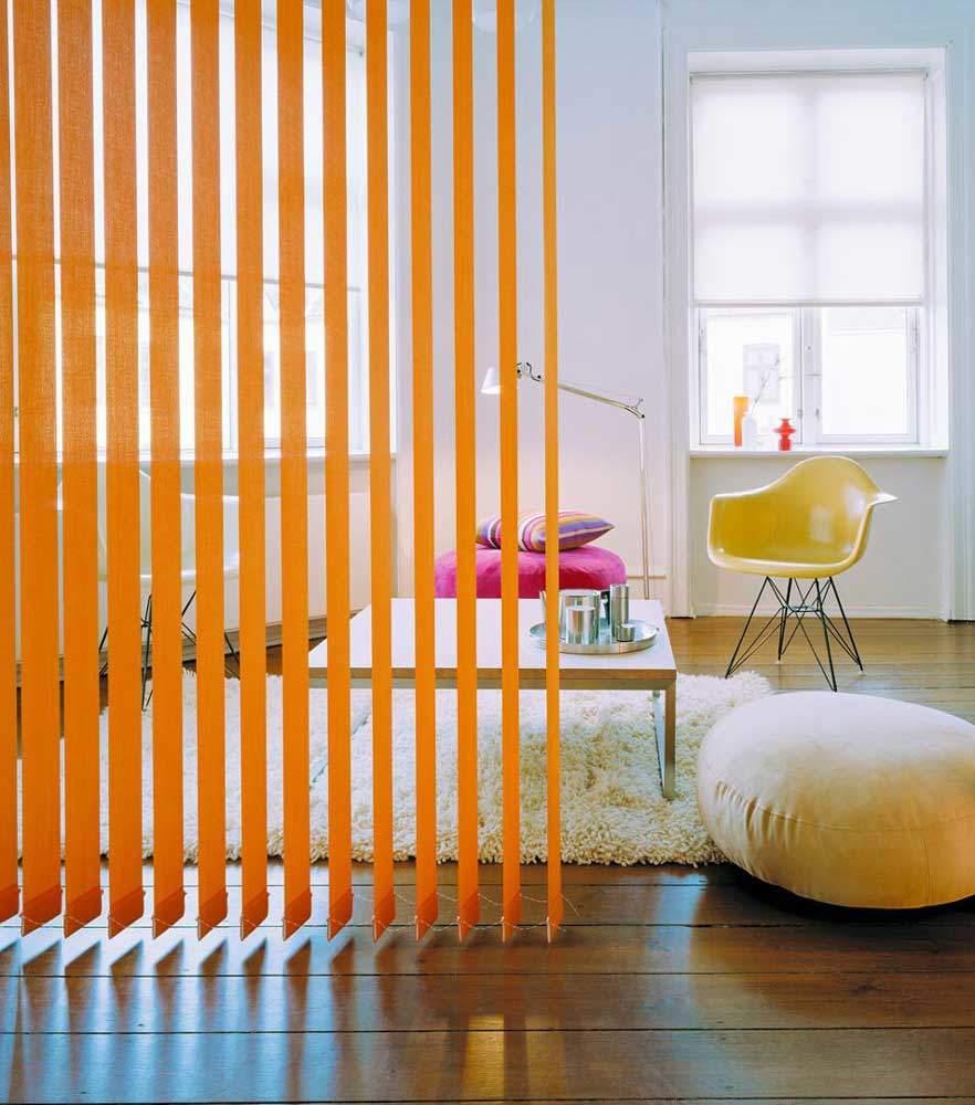Vertikale Raumteiler orange